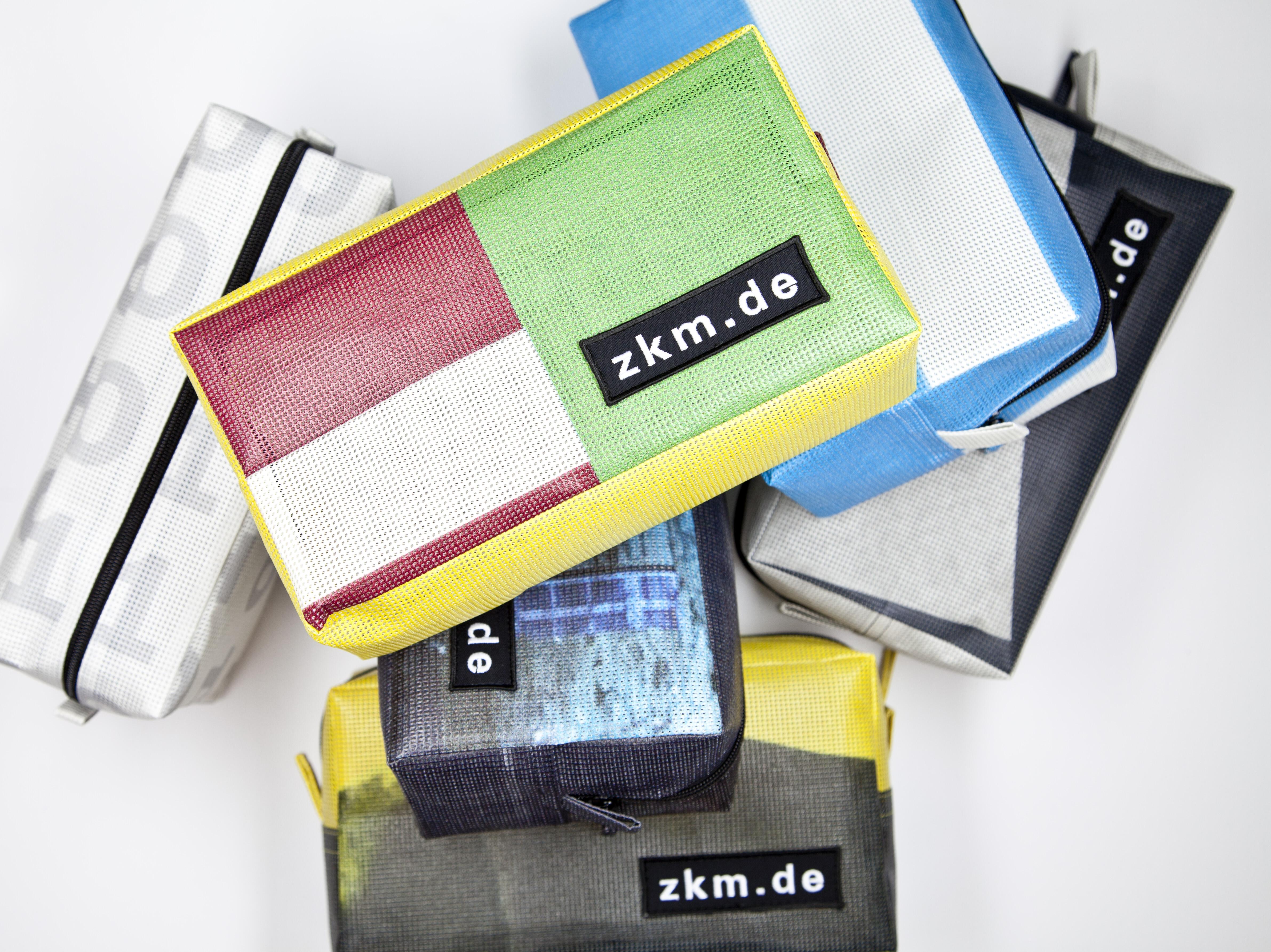 ZKM Banner Kosmetiktasche